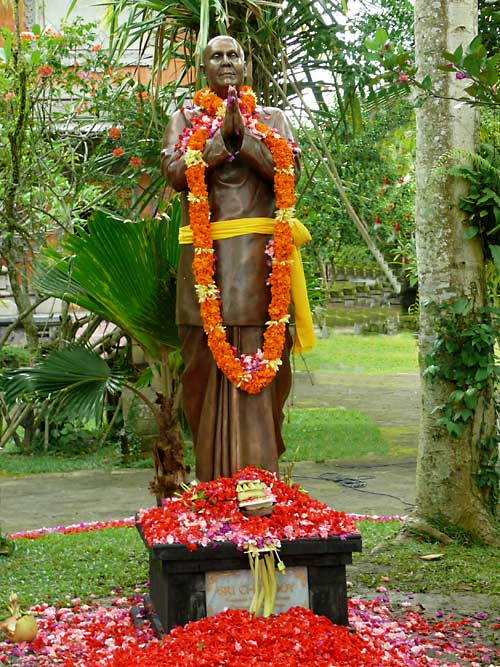 sri-chinmoy-bali-sculpture