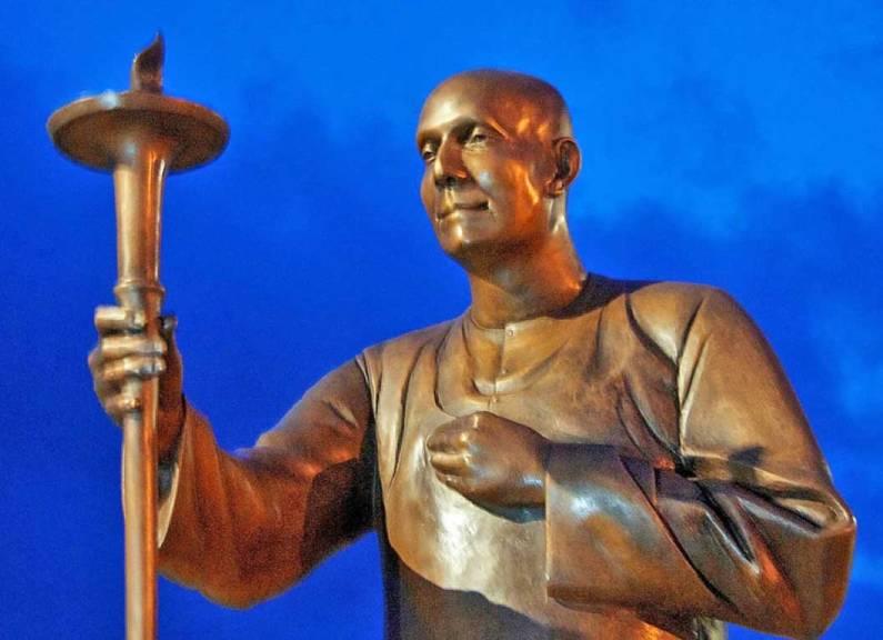 sri-chinmo-statue-Figueira_Da_Foz