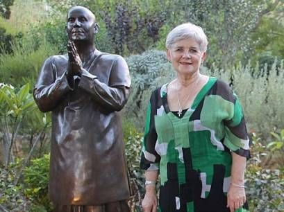 perth-statue-sri-chinmoy